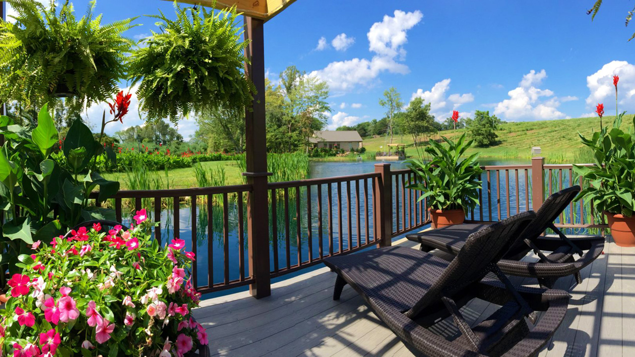 Hocking Hills Vacation Rental with pond