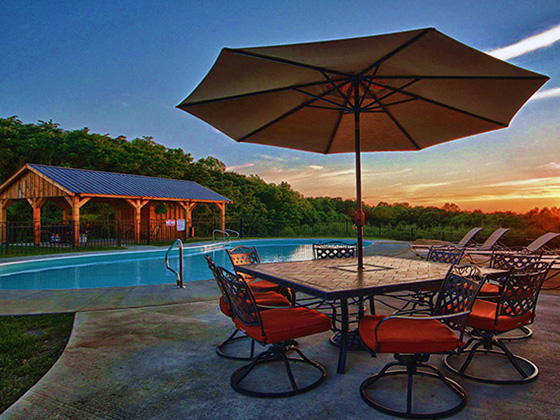 Pool side view of Makers luxury Lodge in Hocking Hills